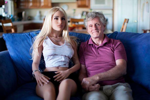 https: img.okezone.com content 2019 02 24 485 2022015 kakek-58-tahun-ini-dapat-izin-istri-beli-robot-seks-bagaimana-kisahnya-GBuZCg96lE.jpg