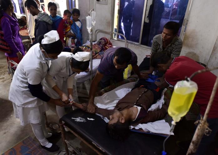 https: img.okezone.com content 2019 02 25 18 2022362 lebih-dari-150-orang-di-india-tewas-akibat-minum-miras-oplosan-J3nbiucbRP.jpg