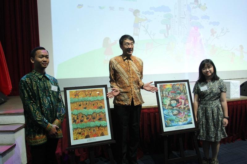 https: img.okezone.com content 2019 02 25 612 2022748 bangga-2-anak-indonesia-juarai-lomba-lukis-bertema-lingkungan-di-jepang-dPHu2KS1W7.jfif
