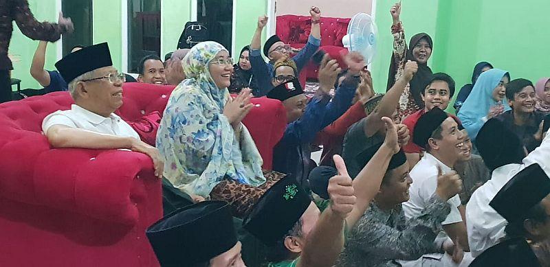 https: img.okezone.com content 2019 02 26 337 2023234 jadi-juara-aff-u-22-kh-ma-ruf-amin-selamat-timnas-indonesia-dxLUdNgLNU.jpg