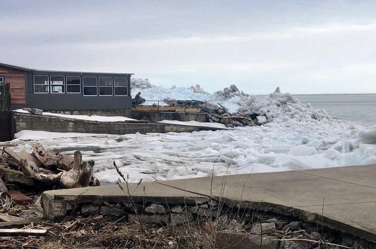 https: img.okezone.com content 2019 02 26 406 2023239 bikin-merinding-ini-video-terjadinya-tsunami-es-di-danau-erie-n5E2gChPN5.jpg