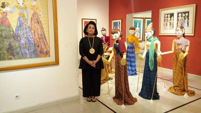 https: img.okezone.com content 2019 02 26 612 2023237 cinta-untuk-indonesia-dedikasi-30-tahun-perjalanan-karya-seni-sasya-tranggono-6ZRun7M1j0.jpg