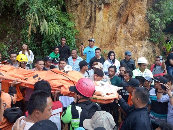 https: img.okezone.com content 2019 02 27 340 2023469 1-korban-tewas-akibat-longsor-di-penambangan-emas-bolaang-mongondow-dievakuasi-uQyYS1Wth8.jpg