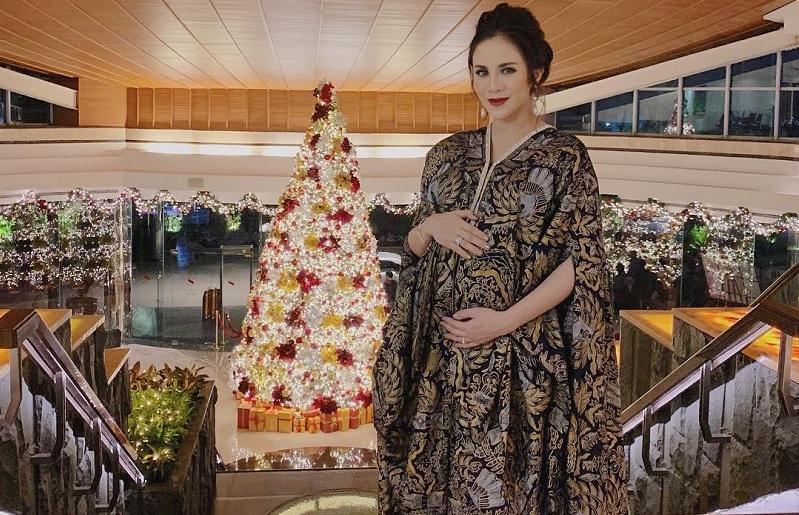 https: img.okezone.com content 2019 02 28 33 2023886 selamat-momo-geisha-melahirkan-anak-pertama-dV2cwTikiU.jpg