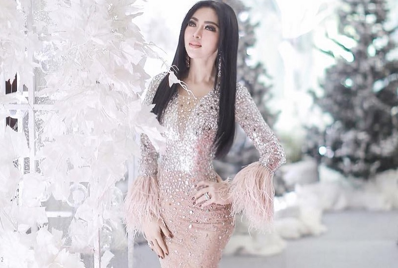 https: img.okezone.com content 2019 02 28 33 2024120 pernikahan-syahrini-dan-reino-barack-curi-perhatian-media-jepang-d1nBqUqJ6N.jpg