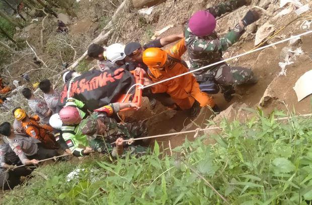 https: img.okezone.com content 2019 02 28 337 2024133 update-korban-longsor-bolaang-mongondow-7-tewas-19-orang-selamat-dVVeur7elD.JPG