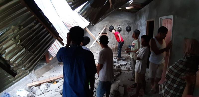 https: img.okezone.com content 2019 02 28 340 2023966 update-korban-gempa-magnitudo-5-6-di-solok-selatan-48-orang-terluka-H9lXHjL4Zu.jpg