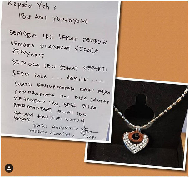 https: img.okezone.com content 2019 02 28 481 2024075 berjuang-melawan-kanker-ani-yudhoyono-dapat-kalung-kesehatan-dari-penggemar-berinisial-s-hG2tguKUD5.jpg