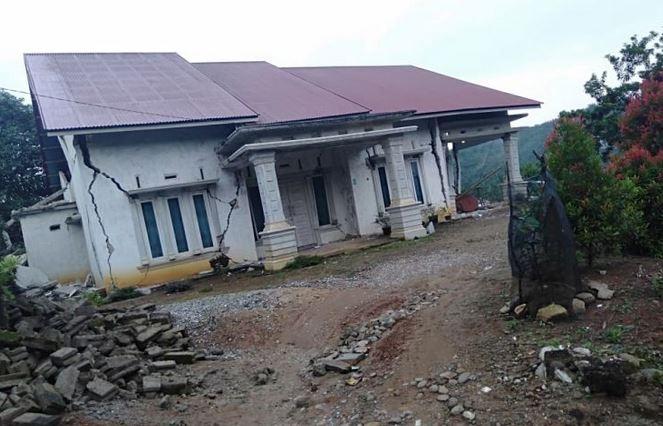 https: img.okezone.com content 2019 03 01 340 2024714 kerugian-materi-akibat-gempa-solok-selatan-capai-rp25-miliar-BWFvcjIxoh.JPG