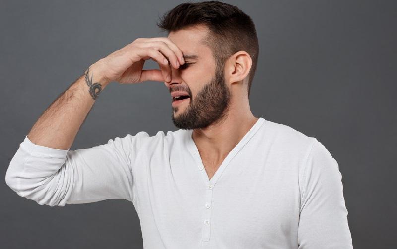 https: img.okezone.com content 2019 03 01 481 2024630 sering-cium-bau-tak-sedap-hidung-pria-ini-ternyata-ditumbuhi-gigi-mzRe5QbbCd.jpg