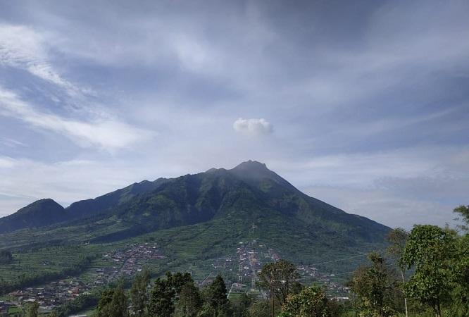 https: img.okezone.com content 2019 03 03 512 2025186 gunung-merapi-semburkan-awan-panas-10-kali-dan-asap-solfatara-ODYAWAfdmv.JPG