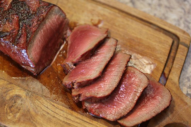 https: img.okezone.com content 2019 03 04 298 2025620 steak-dari-dry-aged-beef-dagingnya-lumer-di-mulut-fzt6ygTJJx.jpg