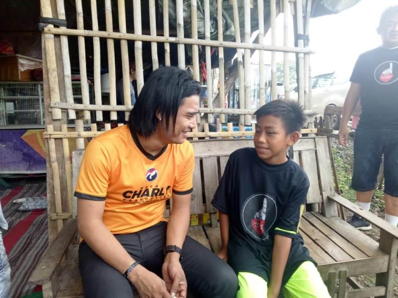Caleg Perindo Charly Vanhouten Bantu Bocah Berkelamin Ganda Di Subang Okezone News