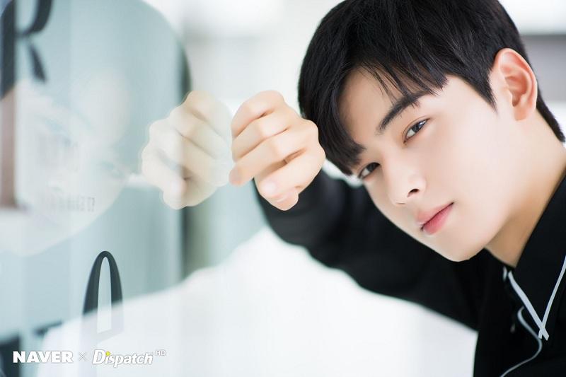 https: img.okezone.com content 2019 03 04 598 2025479 susul-shin-se-kyung-cha-eun-woo-pastikan-bintangi-goo-hae-ryung-GB4KX8449R.jpeg