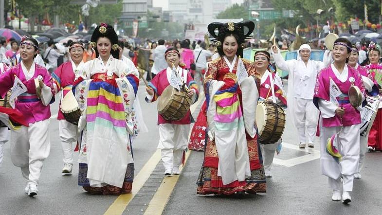 https: img.okezone.com content 2019 03 05 406 2026278 mengenang-sejarah-korea-saat-dijajah-jepang-zaman-dulu-jlf1cNhGtk.jpg