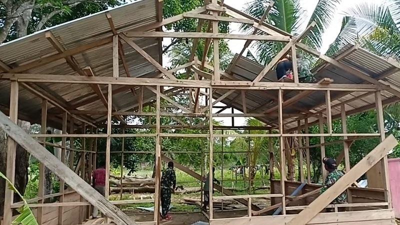 https: img.okezone.com content 2019 03 06 340 2026806 ibu-ibu-di-perbatasan-ri-papua-nugini-terima-kasih-bapak-tni-saya-punya-rumah-baru-4k6srGSOtC.jpg