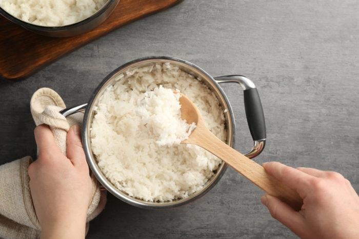 https: img.okezone.com content 2019 03 06 481 2026807 memasak-nasi-dengan-campuran-tepung-kelapa-baik-untuk-diabetesi-g6js3GGLdo.jpg