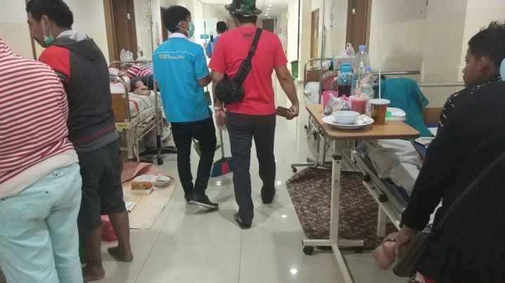 https: img.okezone.com content 2019 03 07 338 2026856 rumah-sakit-di-tangsel-tak-mampu-tampung-pasien-dbd-yang-terus-melonjak-nU6phCvHlX.JPG