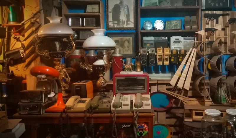 https: img.okezone.com content 2019 03 07 406 2027157 cheribon-vintage-gallery-tempat-berburu-barang-antik-di-cirebon-zoo1sEfEG9.JPG