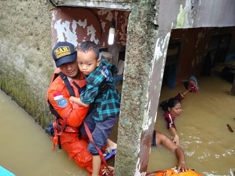 https: img.okezone.com content 2019 03 07 525 2027070 banjir-meluas-10-kecamatan-di-kabupaten-bandung-terendam-OWzXjst2Uz.jpg