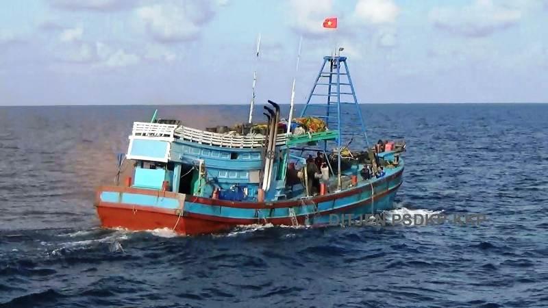 https: img.okezone.com content 2019 03 10 337 2028180 curi-ikan-di-laut-natuna-kapal-berbendera-vietnam-ditangkap-Ga3OygZRM9.jpg