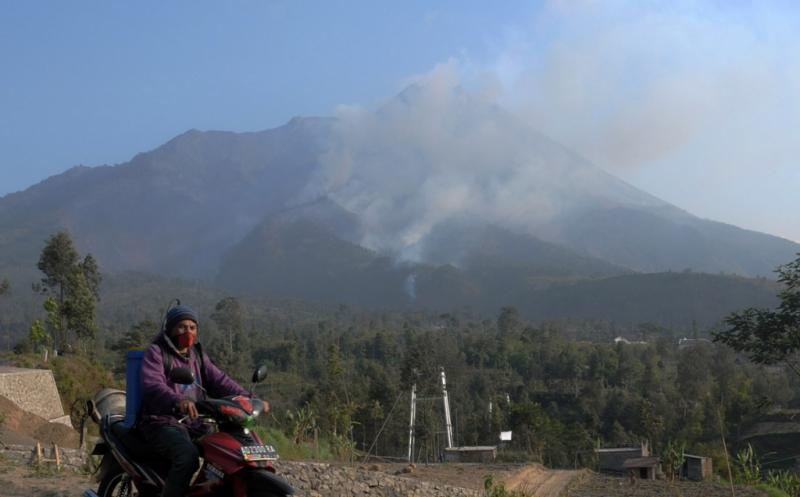 Status waspada Gunung Merapi sebetulnya telah ditetapkan waspada sejak 21 Mei 2018.