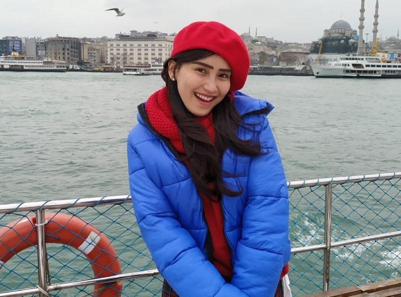 https: img.okezone.com content 2019 03 11 194 2028487 bawa-beras-ke-turki-outfit-ayu-ting-ting-harganya-fantastis-cpxrWqMT51.jpg