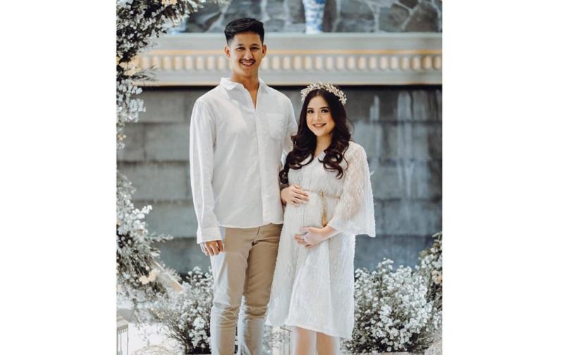 https: img.okezone.com content 2019 03 11 196 2028299 gelar-baby-shower-tasya-kamila-tampil-cantik-dan-elegan-pNfLghPadv.jpg