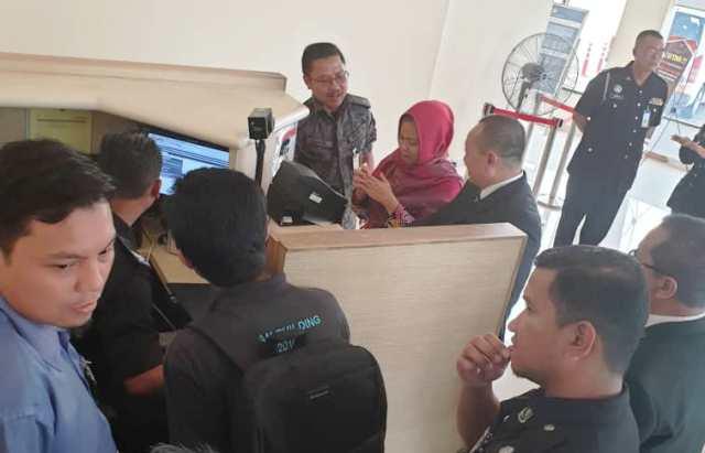 https: img.okezone.com content 2019 03 11 337 2028485 siti-aisyah-pulang-ke-indonesia-keluarga-gelar-syukuran-oIAxU5G6ln.jpg