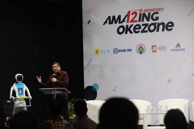 https: img.okezone.com content 2019 03 12 337 2029099 hut-ke-12-okezone-hary-tanoe-dorong-kemajuan-industri-4-0-untuk-kemajuan-bangsa-05tzmYBkAW.jpeg