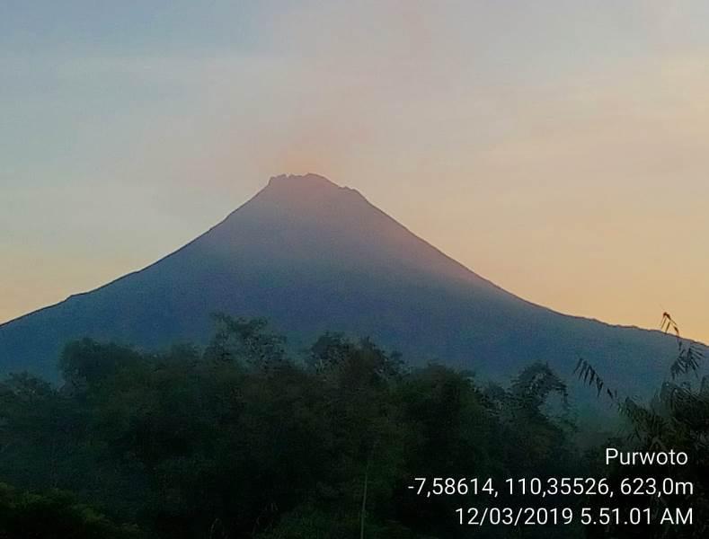 https: img.okezone.com content 2019 03 12 512 2028772 gunung-merapi-muntahkan-awan-panas-dan-7-kali-lava-pijar-emPG4BaFjk.jfif