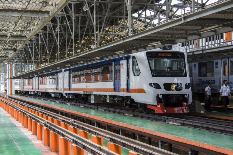 https: img.okezone.com content 2019 03 14 320 2030039 railink-incar-1-3-juta-penumpang-ka-bandara-soetta-oMk9xP2PfT.jpg