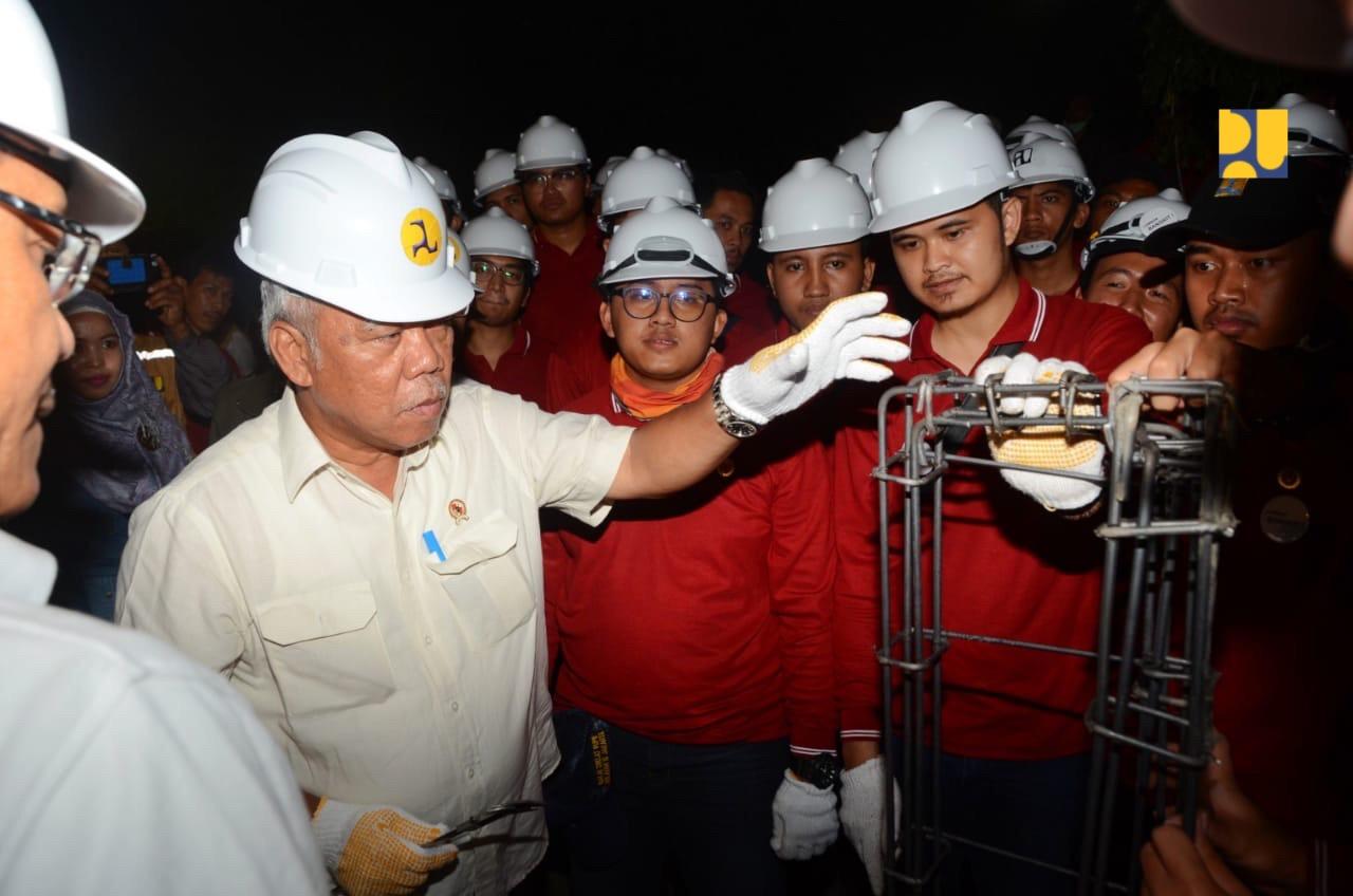 https: img.okezone.com content 2019 03 15 470 2030591 menteri-basuki-dorong-kerjasama-penyediaan-air-bersih-dengan-swasta-kqykzgYkcW.jpg