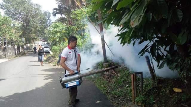 https: img.okezone.com content 2019 03 15 606 2030616 penuhi-permintaan-warga-caleg-perindo-langsung-fogging-kelurahan-winangun-LTNQ0nimsp.jpg