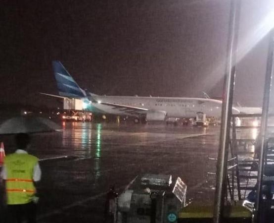 https: img.okezone.com content 2019 03 16 510 2030714 pesawat-garuda-indonesia-tergelincir-di-bandara-adisutjipto-yogyakarta-x6mza8Zij9.jpg