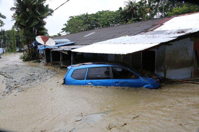 https: img.okezone.com content 2019 03 19 340 2032192 banjir-sentani-89-orang-tewas-dan-74-hilang-1-613-personel-gabungan-diterjunkan-2zqmbeo6M9.jpg