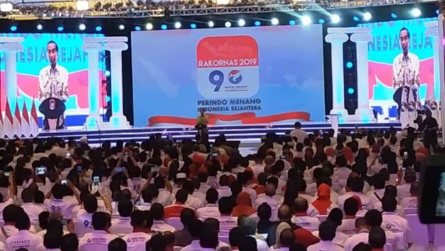 https: img.okezone.com content 2019 03 19 605 2032290 presiden-jokowi-dan-sejumlah-menteri-kabinet-kerja-hadiri-rakornas-partai-perindo-kTsKQUEcHN.jpg