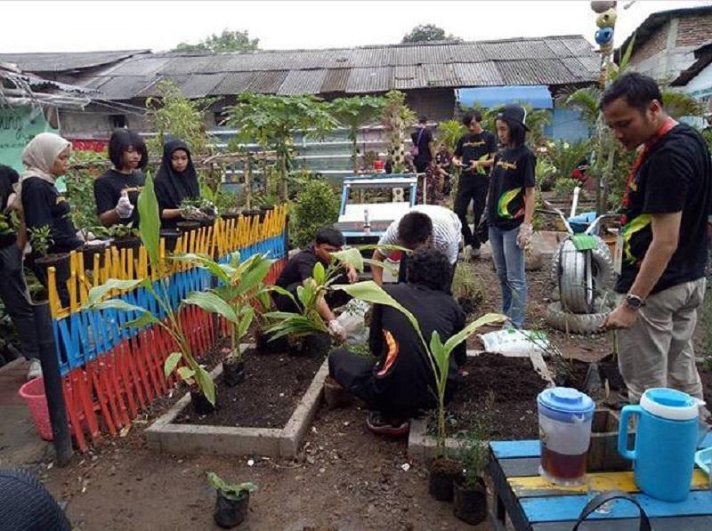 https: img.okezone.com content 2019 03 19 612 2032341 edukasi-budidaya-rempah-bangun-kampung-inovasi-cimone-nS8BOo4bi3.jpg