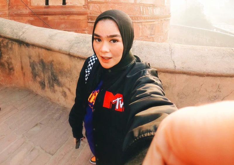 Paduan Hijab Boyish ala Sivia Azizah, Keren Banget!