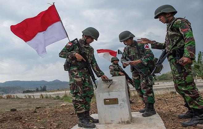 https: img.okezone.com content 2019 03 20 340 2032582 patok-batas-indonesia-malaysia-di-pulau-sebatik-bergeser-1-kilometer-Ptypo0GNVR.jpg