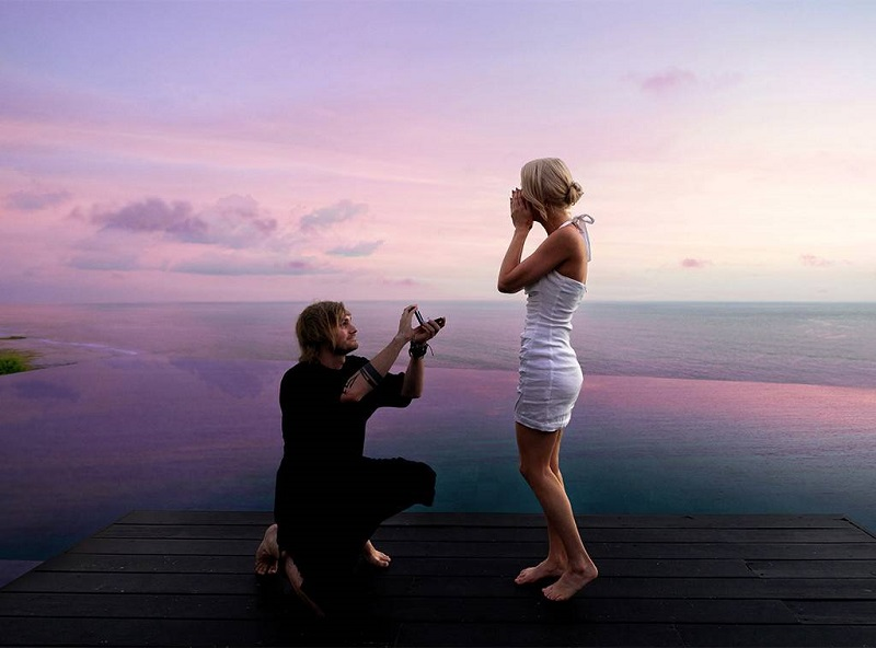 https: img.okezone.com content 2019 03 20 406 2032834 jadi-tempat-romantis-di-dunia-6-artis-dunia-ini-lamar-kekasih-di-bali-2Qn11FoV48.jpg
