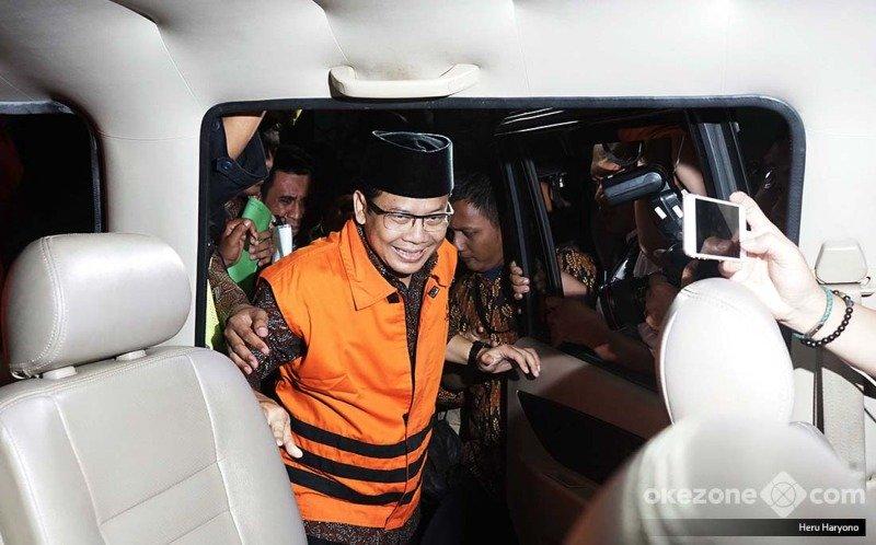 https: img.okezone.com content 2019 03 20 512 2032796 taufik-kurniawan-didakwa-terima-suap-dak-rp4-8-miliar-3WTycEQoQM.jpg