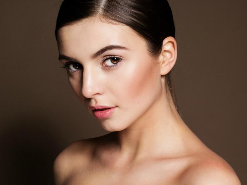 https: img.okezone.com content 2019 03 20 611 2032819 make-up-cantik-natural-bak-wanita-prancis-ini-tipsnya-qteQ1LGRbA.jpg