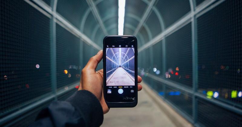 https: img.okezone.com content 2019 03 20 92 2032580 tips-maksimalkan-kamera-smartphone-untuk-foto-dan-video-vKIcXMpgDK.jpg
