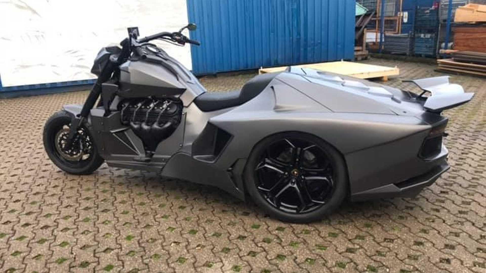 https: img.okezone.com content 2019 03 21 15 2033067 lamborghini-aventador-ini-hanya-memiliki-roda-tiga-uX8GC9upVU.jpg