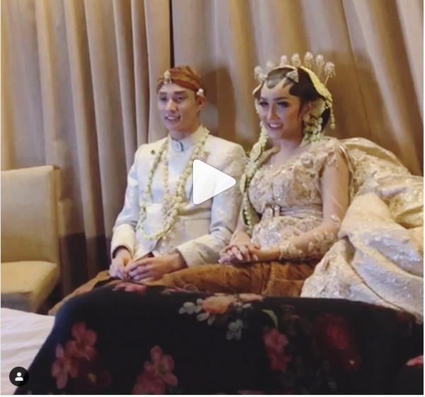 https: img.okezone.com content 2019 03 21 194 2032967 lucinta-luna-menikah-netizen-malam-pertama-main-pedang-pedangan-nVuTpYBH77.jpg