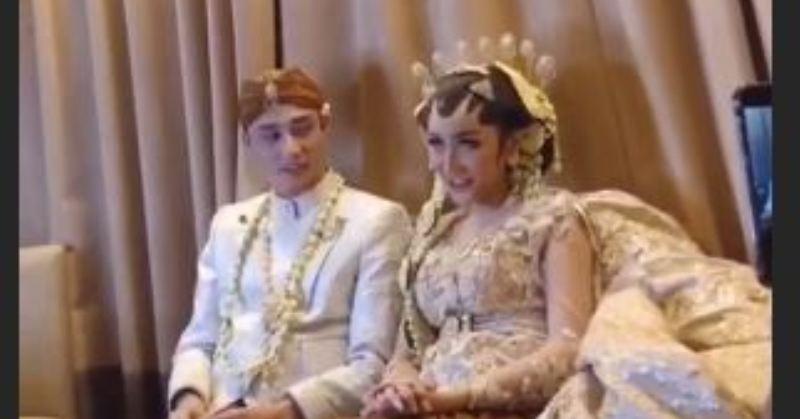 https: img.okezone.com content 2019 03 21 33 2032925 intip-foto-pernikahan-lucinta-luna-dengan-pria-filipina-Isj8WB6VSN.JPG