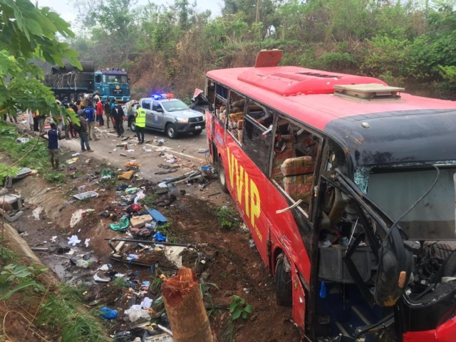 https: img.okezone.com content 2019 03 22 18 2033749 60-orang-tewas-imbas-2-bus-tabrakan-di-ghana-jSOjQkoWzX.jpg