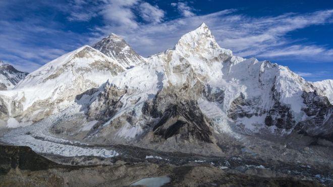https: img.okezone.com content 2019 03 24 18 2034178 gunung-everest-mencair-jasad-jasad-pendaki-yang-hilang-mulai-bermunculan-dxvwobYvJh.jpg