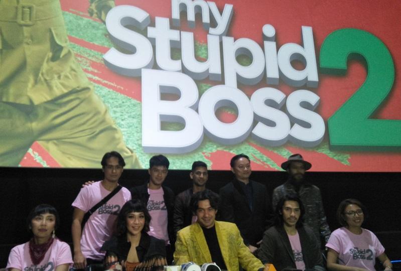 https: img.okezone.com content 2019 03 24 206 2034159 reza-rahadian-anggap-my-stupid-boss-2-lebih-fresh-dari-film-pertama-Fx7VhbbGGc.jpg